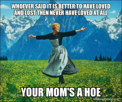 MOMS A HOE